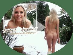 Schnuggie nackt im Schnee